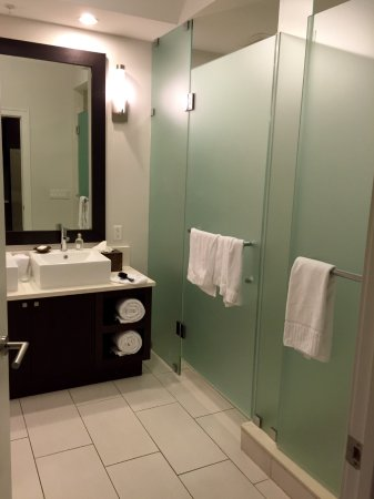 Provident Doral at The Blue Miami: Batroom detail; simple, but modern-large and comfy enough...