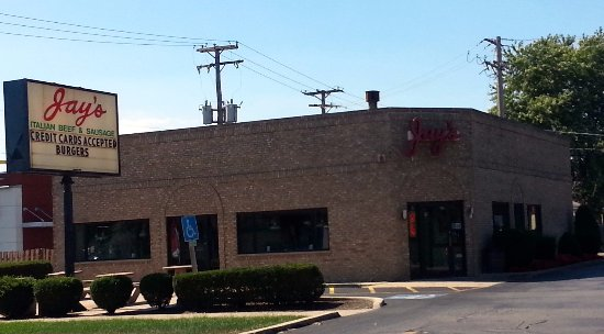 Harwood Heights, IL: Front & parking lot of Jay's Beef