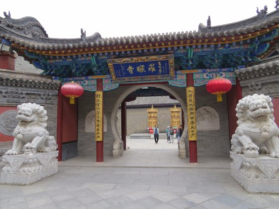 Wutai County, China: Into the temple