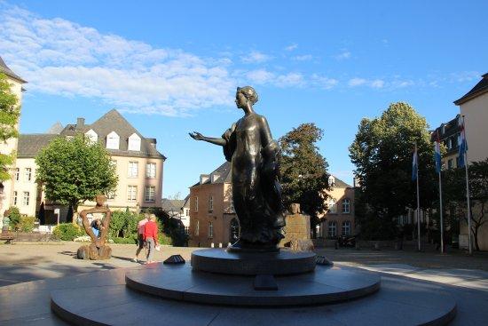 Statue de la Grande Duchesse Charlotte