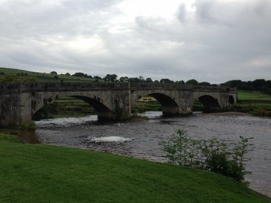 Burnsall, UK: View from in front of the Red lion pub