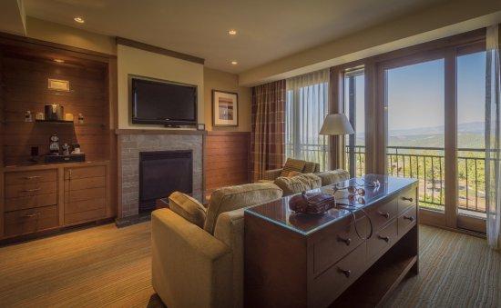 wohlzimmer einer suite picture of the ritz carlton lake tahoe rh tripadvisor com