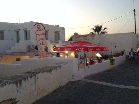 Nikolas' Donuts: The exterior of the cafe