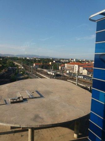 Comfort Hotel Centre Del Mon: Vue depuis le couloir du 4 ème étage