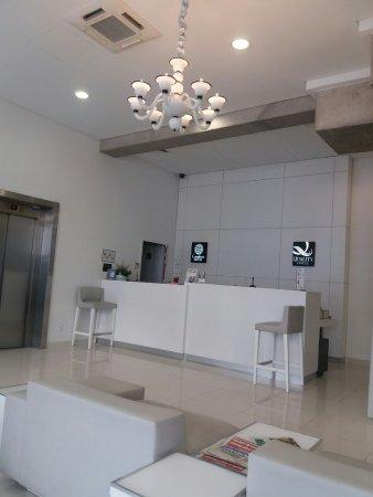 Comfort Hotel Centre Del Mon: La réception