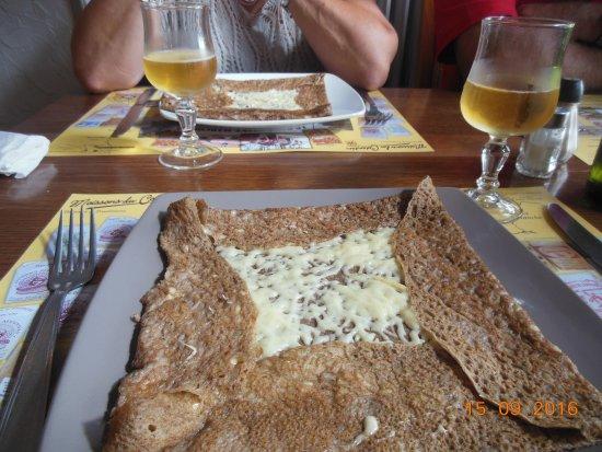 Entrée : crêpe au fromage
