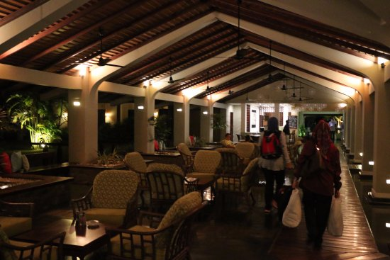 The Palms Hotel: Passageway towards rooms (dimly lighted)