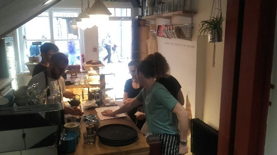 Flat White Kitchen: A yummy fresh brunch at Flat white