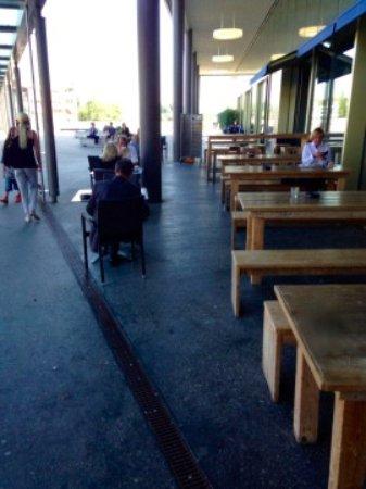 Wallisellen, Schweiz: Glatt Grill Terrasse extérieure