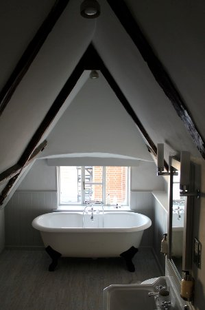 The Crown: Our room fourteen has a spacious bathtu