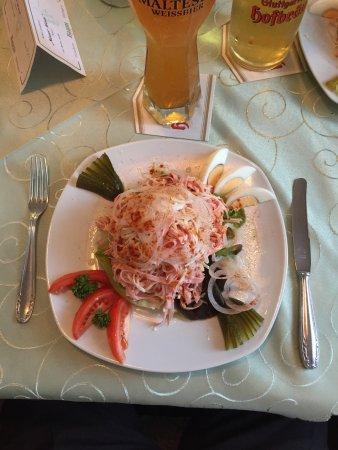 Monchweiler, Alemania: Leckerer Schweizer Wurstsalat, schön angerichtet.