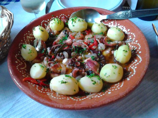 Faja Grande, Portugal: Octopus with potatoes for two (18 euros pp person)