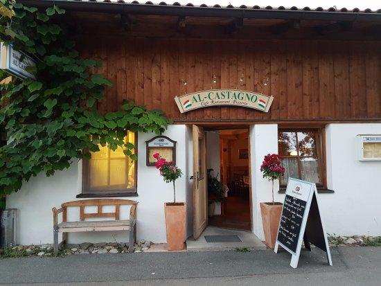 Al Castagno: Outside view