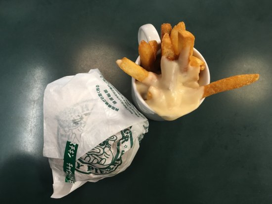 Lucky Pierrot Goryokaku Parkmae: Burger with french fries