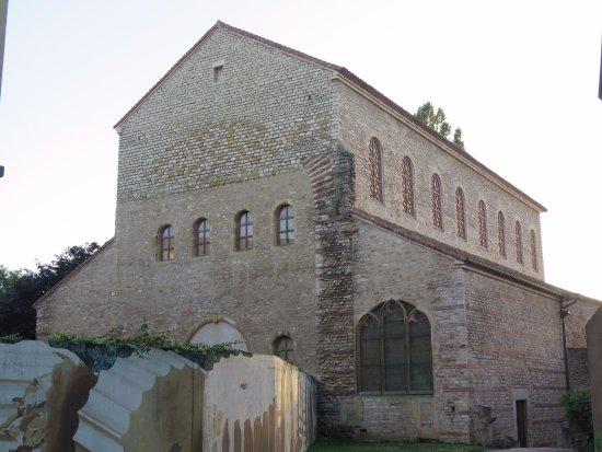 Basilique Saint-Pierre-aux-Nonnains : Реконструированная базилика