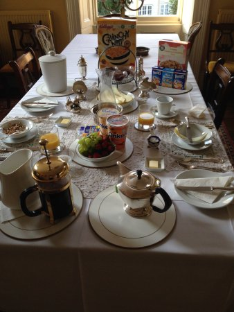 Chalford, UK: Breakfast time
