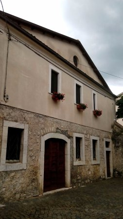 Civita d'Antino, Италия: edifici storici