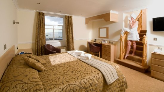 The Pier House Hotel: Luxurious Accommodation