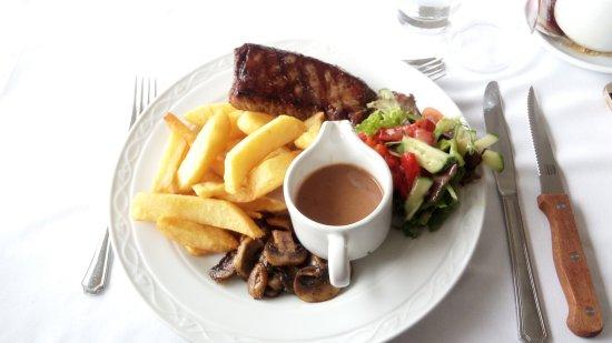 Isle of Purbeck Golf Club: Steak with mushroom sauce