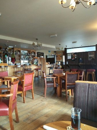 Newcastle, Ирландия: View of the bar from our table