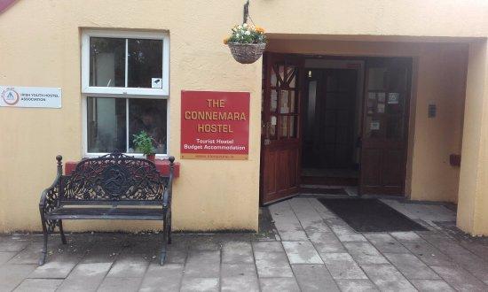 Sleepzone @ The Connemara Hostel : Hostel entrance