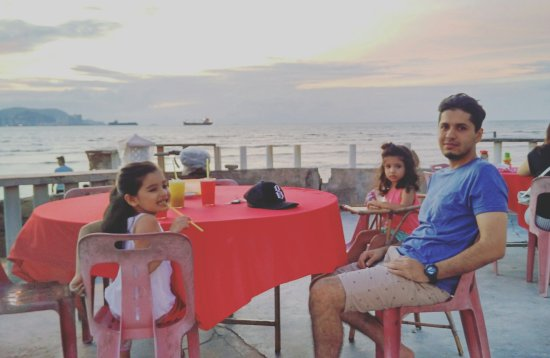 Butterworth, มาเลเซีย: Delicious seafood with a view.