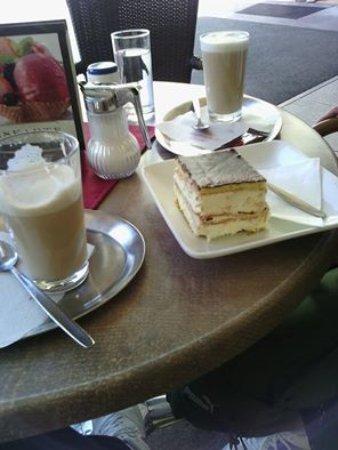 Eberndorf, Österreich: Dolce tipico di Bled (Slovenia) trovato anche in Austria! Buonissimo!