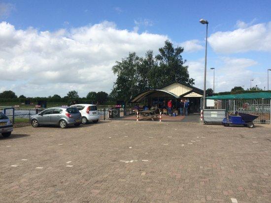 Provincia de Güeldres, Países Bajos: Ingang en parkeerterrein