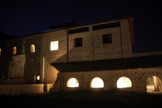 Guardiola de Bergueda, Spania: Vista nocturna del Monestir de Sant Llorenç