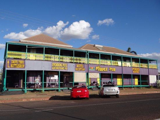 Normanton, ออสเตรเลีย: The Purple Pub