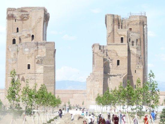 Shakhrisabz, Usbekistan: Interior of the gateway under restoration