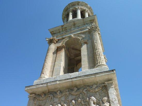 Saint-Remy-de-Provence, Frankrike: Parta alta del mausoleo romano