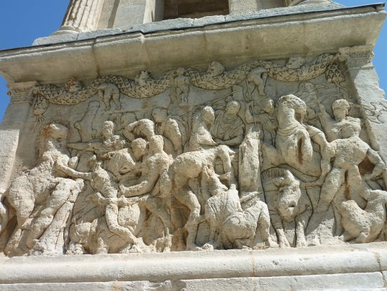 Saint-Remy-de-Provence, Frankrike: Uno de los frisos del mausoleo