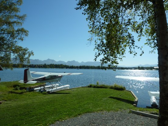 The Hotel Captain Cook: View of float plane during Trolley tour