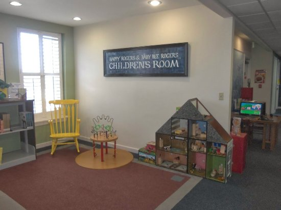 Demopolis, AL: Children's area of the library.