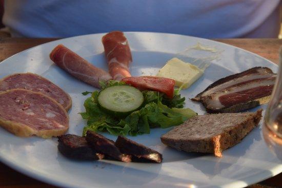 Monze, Γαλλία: assiette de charcuterie