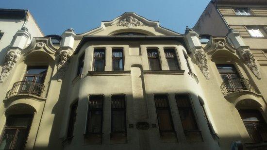 คิงส์ โฮเต็ล: la facciata carina nella parte alta!