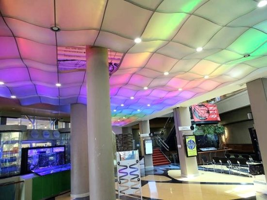Center in the Square: lights constantly change in the lobby