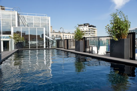 Piscine rooftop picture of mercure paris boulogne - Piscine carrelage gris boulogne billancourt ...