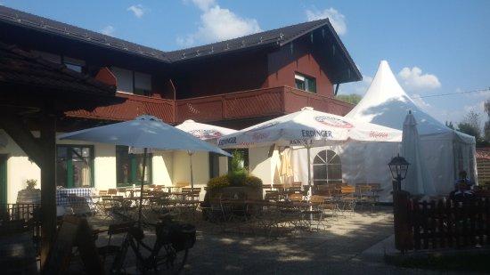 Hotel Fischerstueberl: schöner Biergarten