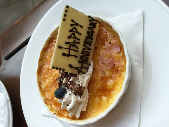 Hubbell & Hudson Bistro: Complimentary creme brûlée for anniversary.
