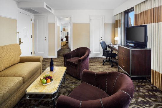 The New Yorker A Wyndham Hotel Queen Suite