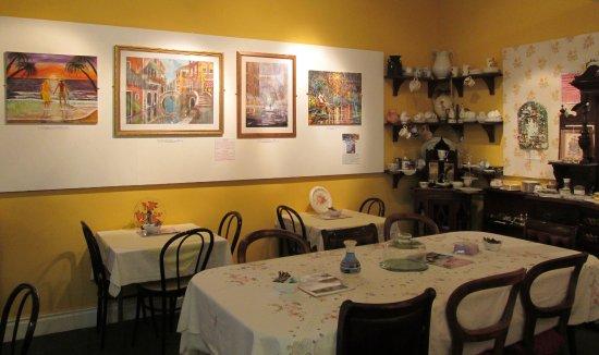 Pontypool, UK: lovely tea room selling art and vintage china
