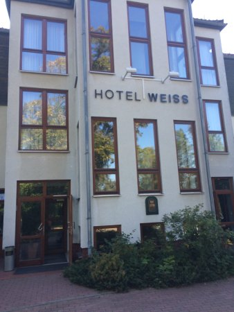 Flair Hotel Weiss: Fantastic hotel with an outstanding good restaurant, I had the best steak (400gram) in years, pe