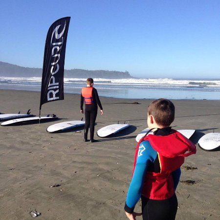 Long Beach Lodge Resort: Boys getting ready for surf lessons!