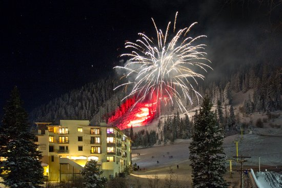 ‪‪Taos Ski Valley‬, نيو مكسيكو: New Year's Fireworks at the Edelweiss‬