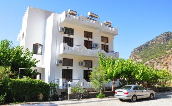 Agia Roumeli, กรีซ: Vue de la façade côté entrée du bâtiment