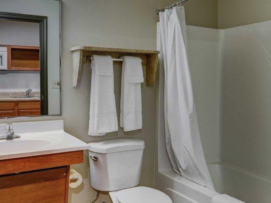 Arnold, MO: Bathroom