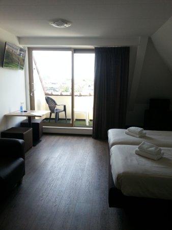 Hotel het Zwaantje: Familienzimmer mit Loggia