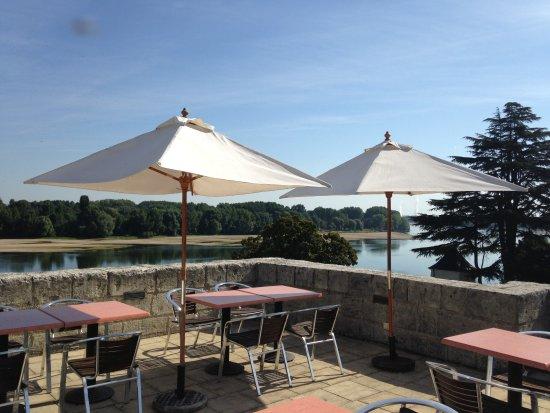 Montsoreau, Francia: Terrasse avec vue sur la confluence de la Vienne et de la Loire